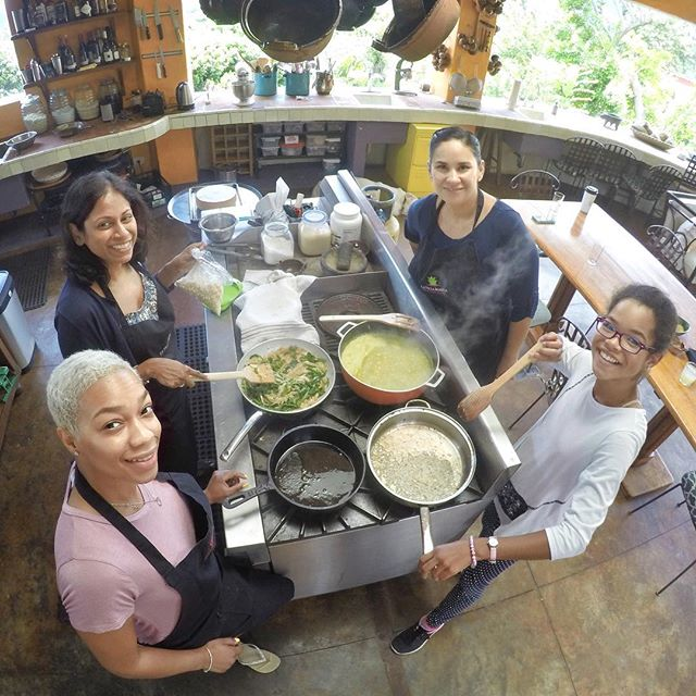 Cooking up a lot of fun with my very special guests Anu, Shaunte, and Miss Tai-Tai. #LaVillaBonita #lavillabonitaculinaryvacation #foodie #foodiesofinstagram #foodiegram #culinarytrip #cookingadventures #mytepoz #tepoztlan #wecook